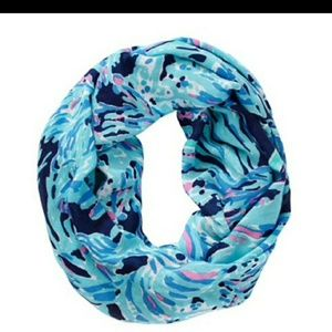 Lilly Pulitzer Shrimply Chic Riley infinity scarf